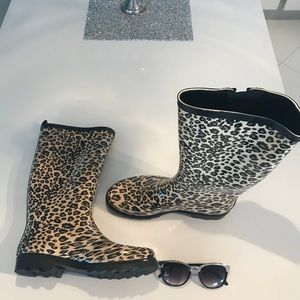 Shoes - Cheetah print Rubber Rain Boots size 9